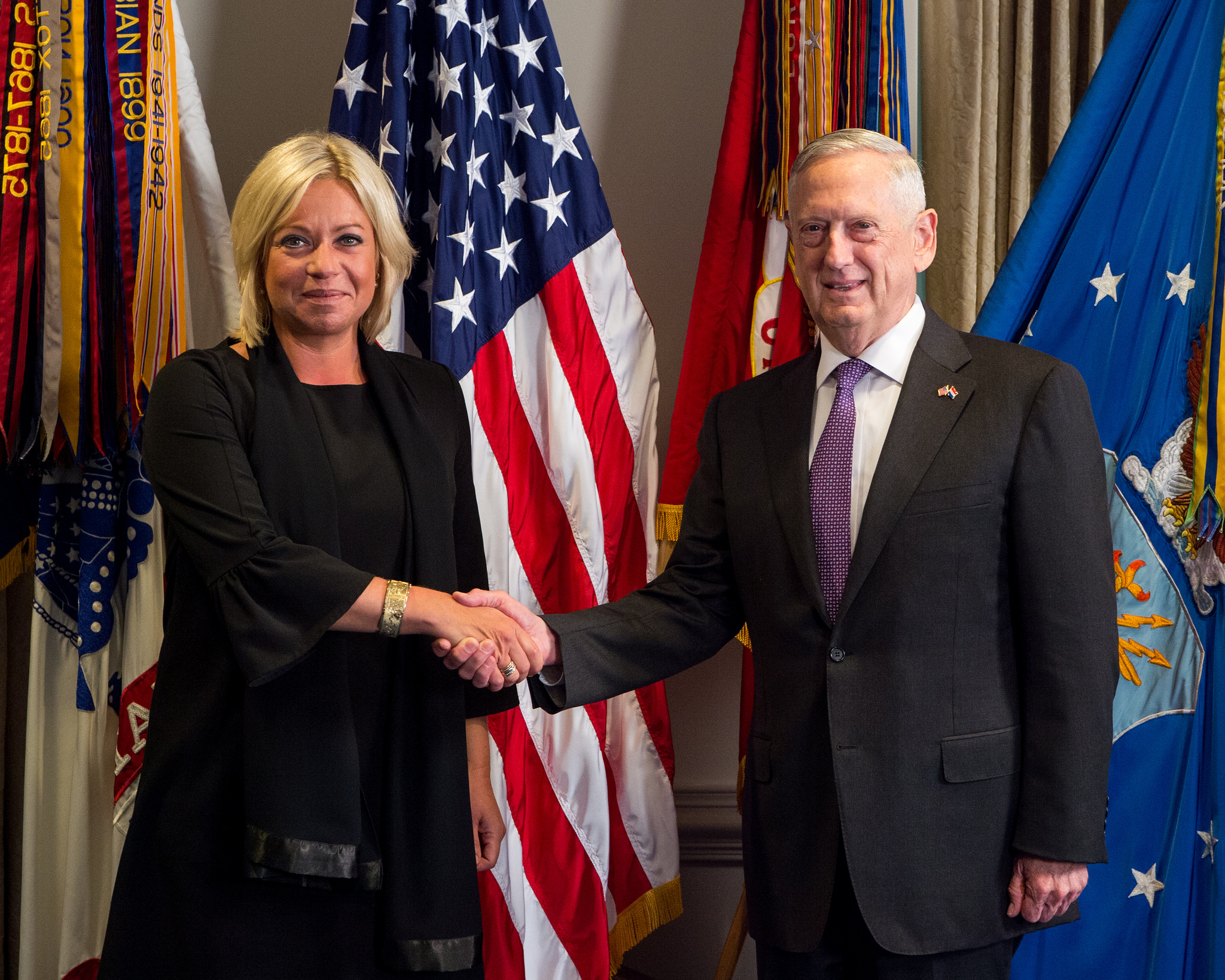 Minister Hennis meets with Secretary of Defense Mattis