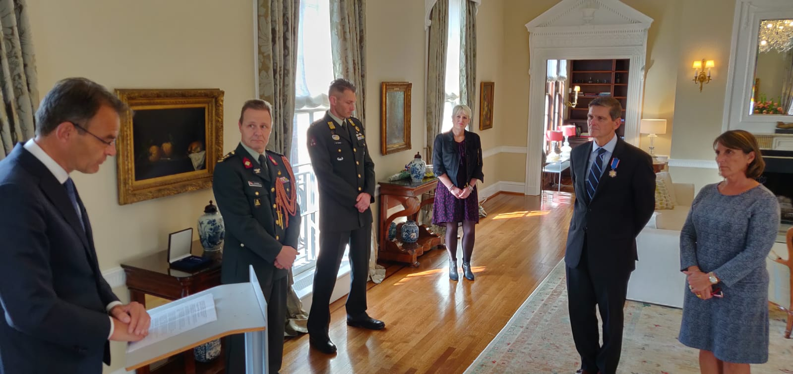 US general receives Netherlands Medal of Merit